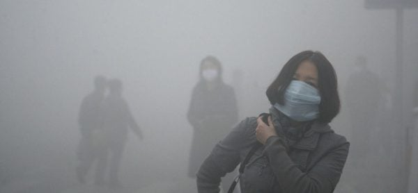 Los altos niveles de contaminación del aire en Beijing, China producen smog, generando afectaciones en la salud a los habitantes de la ciudad.