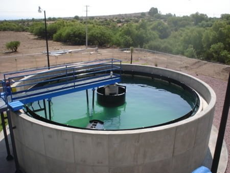 Los tanques sedimentadores circulares son los más comunes en las PTAR.